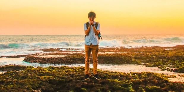 MAN,OCEAN,BEACH