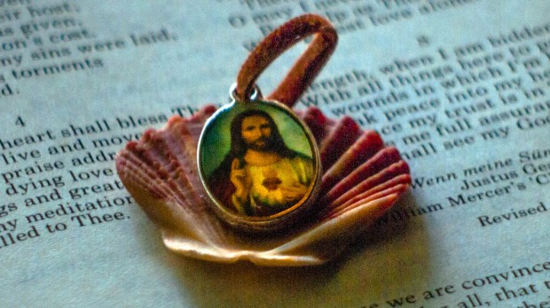 CHRIST,SHELL,BIBLE