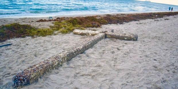 BEACH CROSS