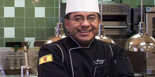 CHEF ROBERTO MENDOZA