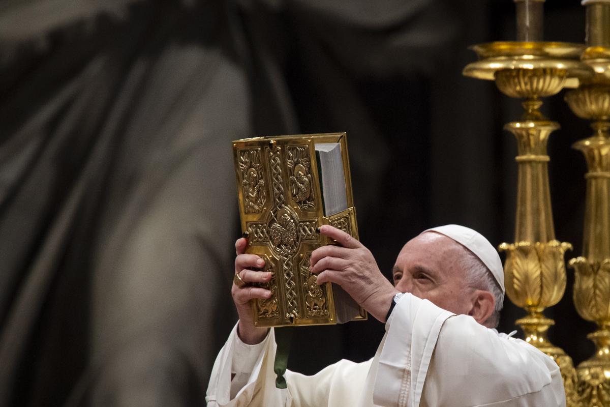 VATICAN POPE HOLY MASS EASTER VIGIL