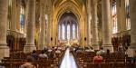 fidèles dans une église