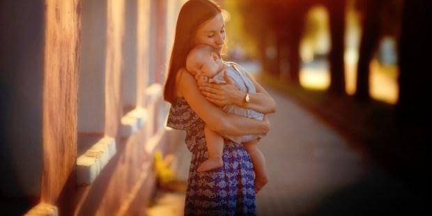 HUG MOM LOVE