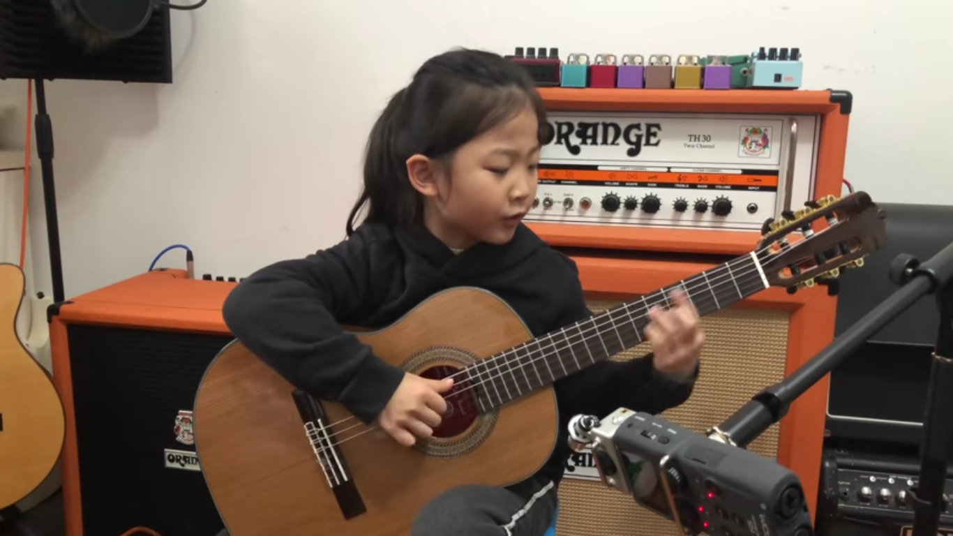 6 YEAR OLD PLAYS FLY ME TO THE MOON