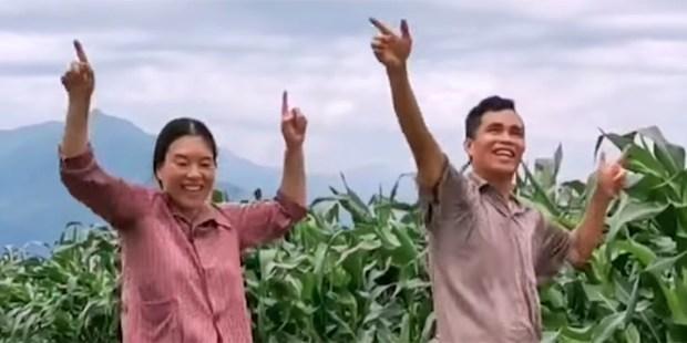 Fan Deduo and wife Peng Xiaoying