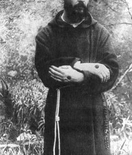 (Slideshow) Rarely seen photos of Padre Pio