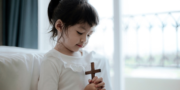 (Slideshow) These 7 easy prayers are perfect for young children