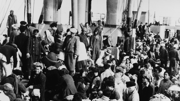 REFUGEES DURING THE HUNGNAM EVACUATION