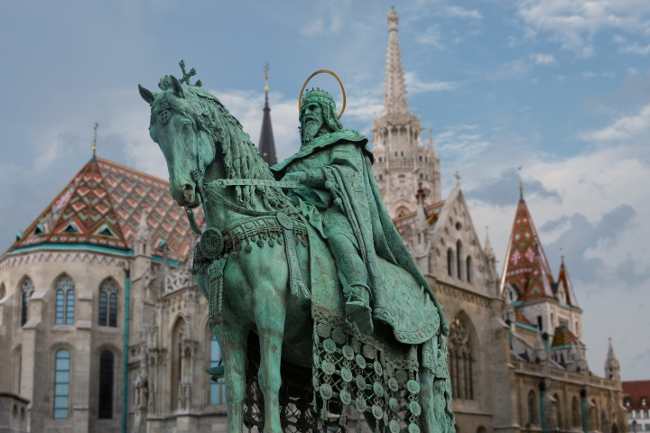 (Slideshow) 9 Strong names for your little boy inspired by Hungarian saints