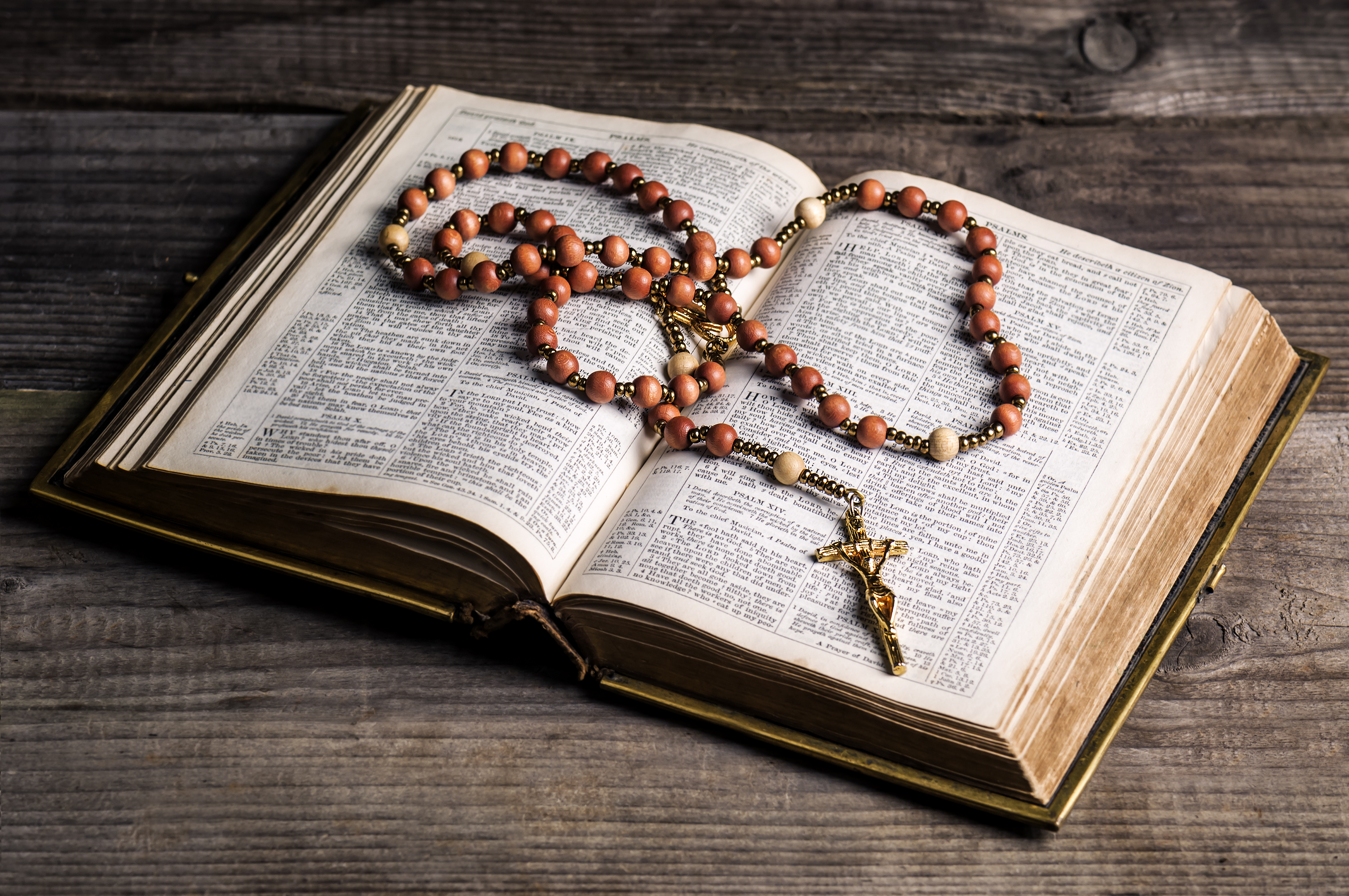 The Rosary: A complete guide to its origin and how to pray it
